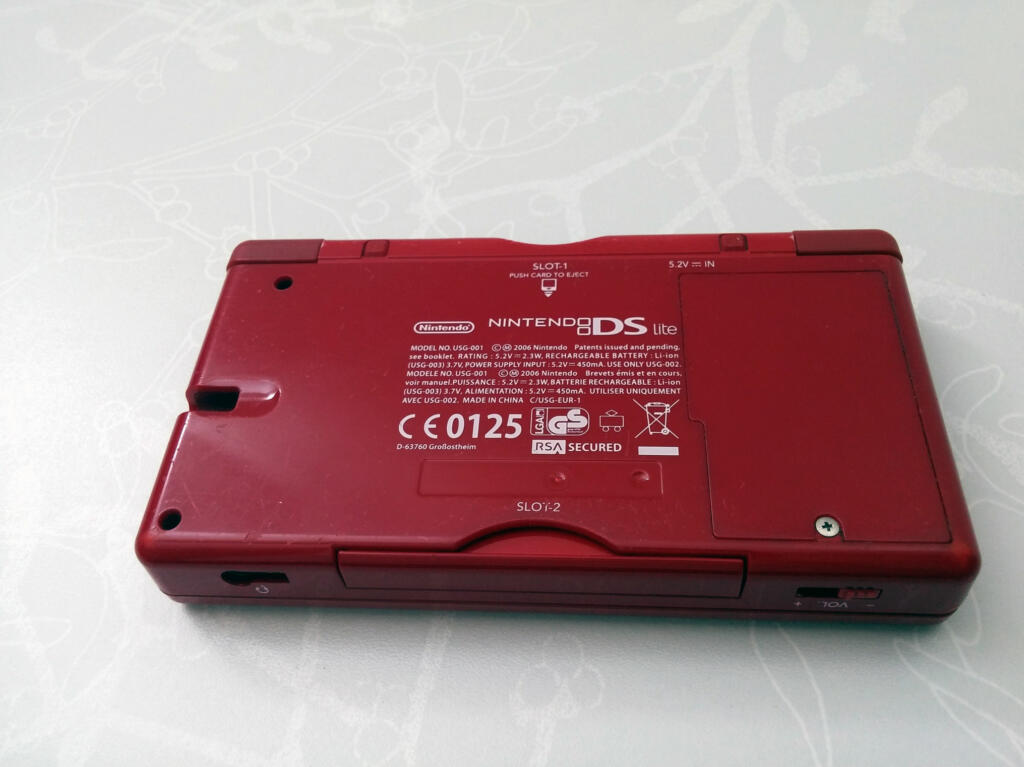 console nintendo ds lite rouge acheter vendre sur r f rence gaming. Black Bedroom Furniture Sets. Home Design Ideas