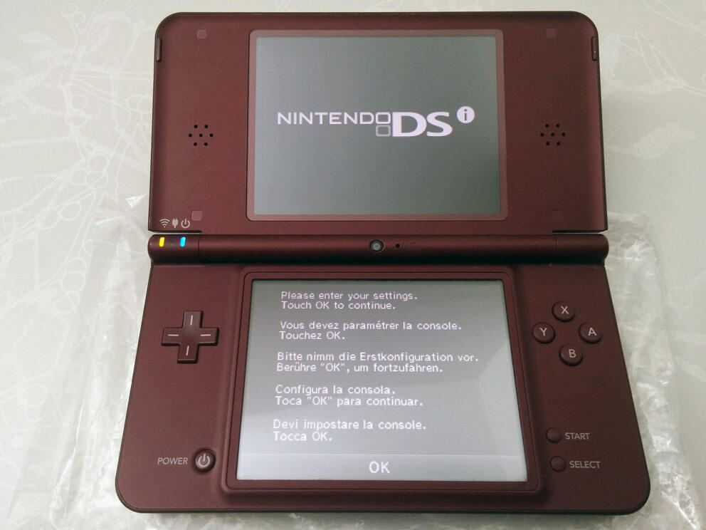 console nintendo dsi xl bordeaux ds acheter vendre sur r f rence gaming. Black Bedroom Furniture Sets. Home Design Ideas
