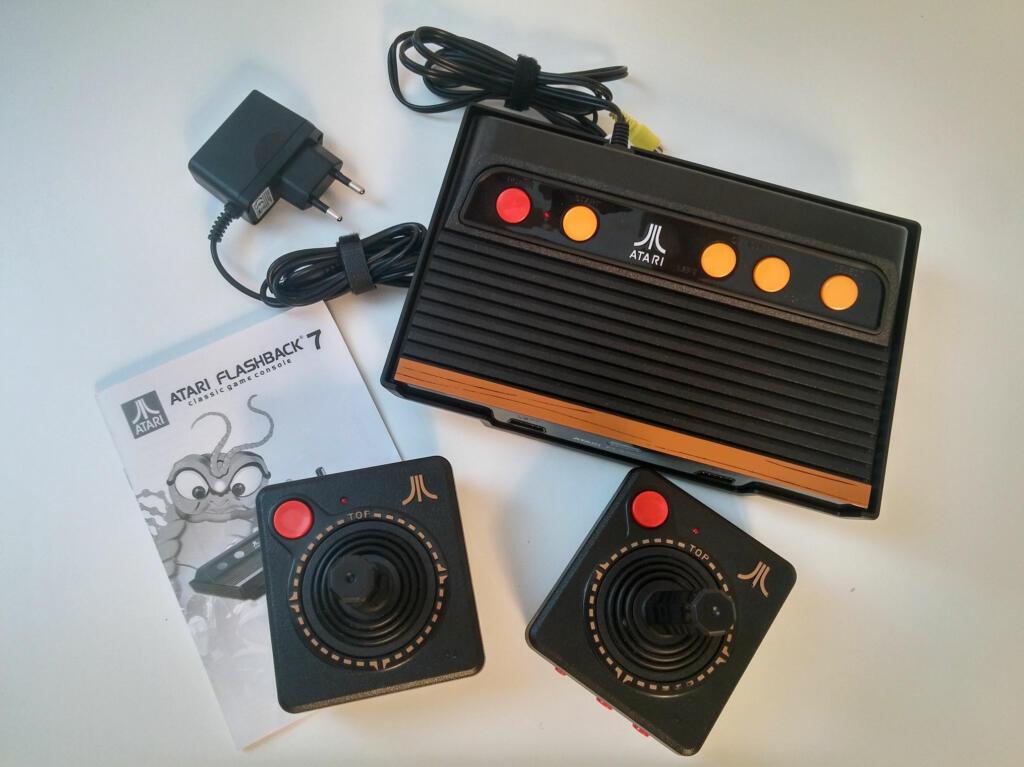 console retro flashback 7 101 jeux atari 2600. Black Bedroom Furniture Sets. Home Design Ideas