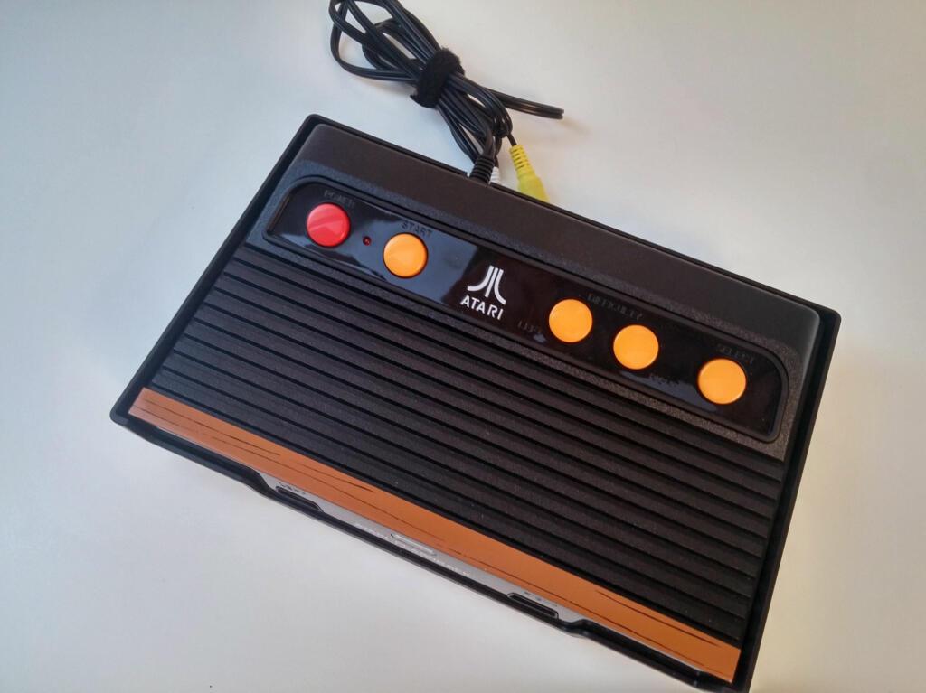 console retro flashback 7 101 jeux atari 2600 acheter vendre sur r f rence gaming. Black Bedroom Furniture Sets. Home Design Ideas