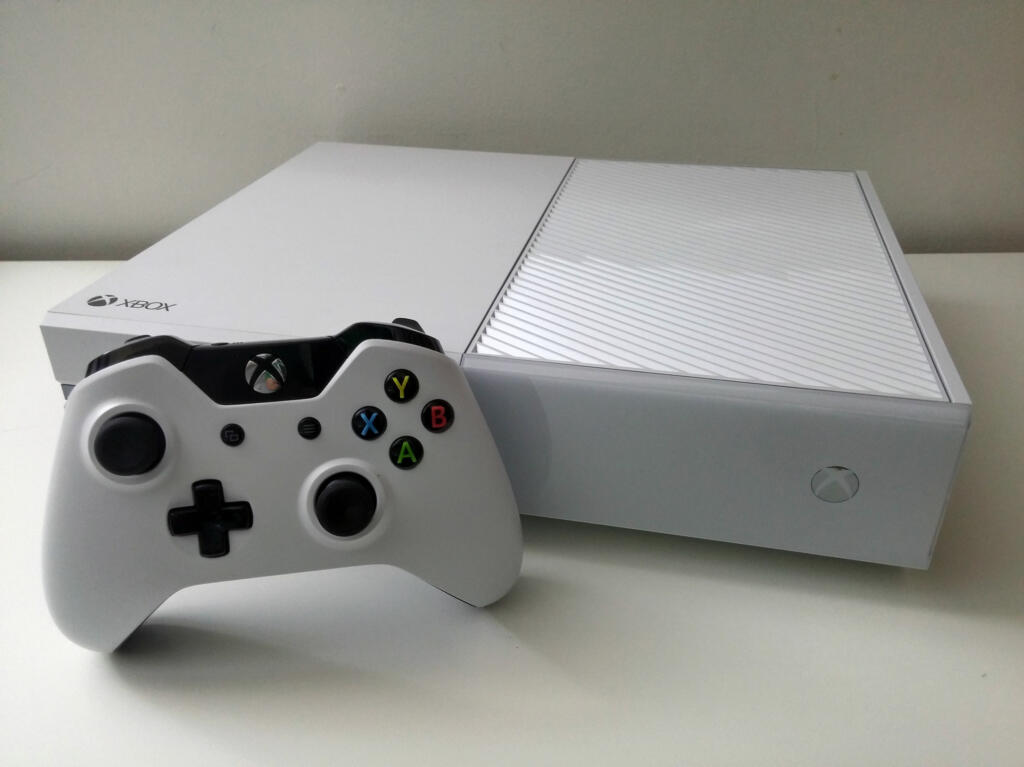 console xbox one 500 go blanche quantum break alan wake acheter vendre sur r f rence gaming. Black Bedroom Furniture Sets. Home Design Ideas